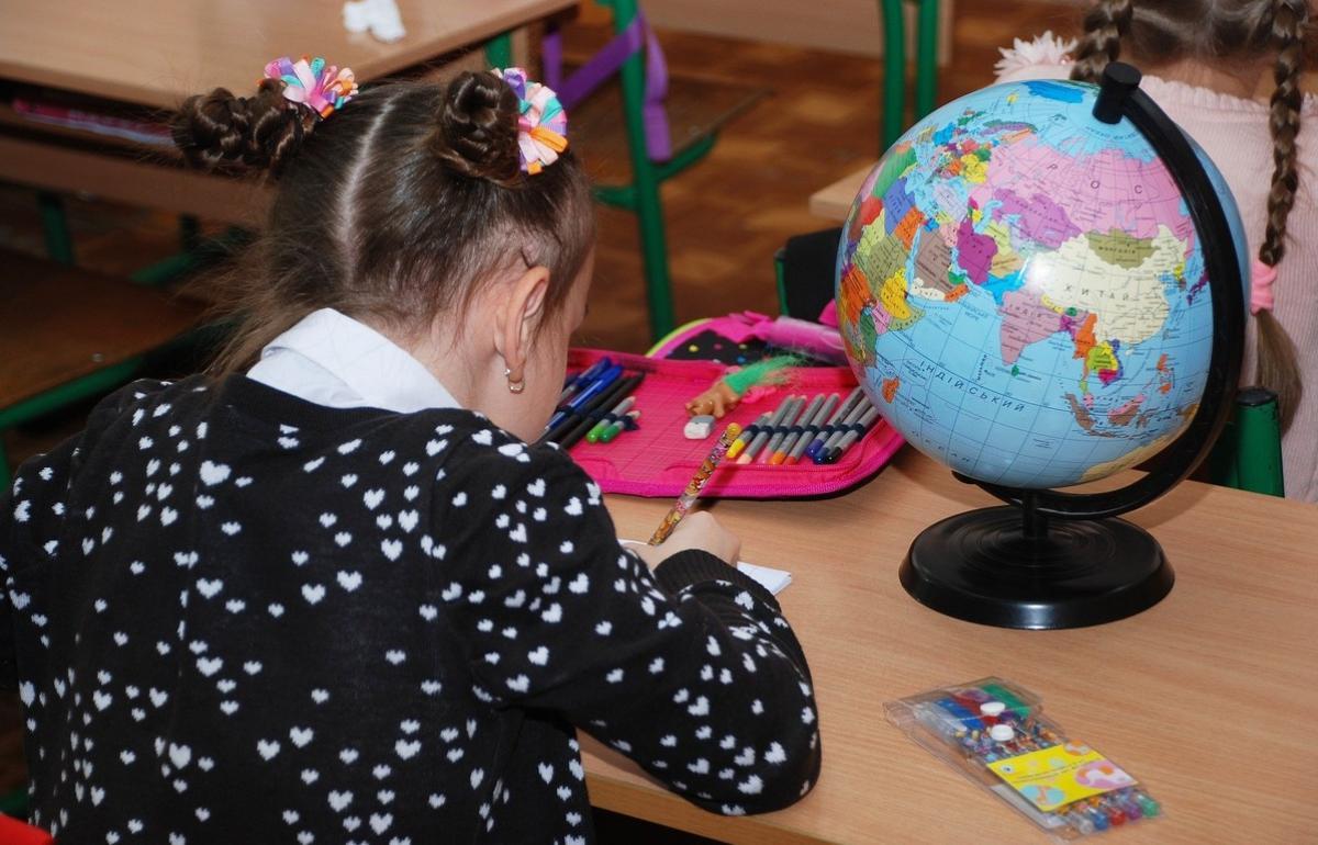 Учебный год в России начнется по антиковидным правилам