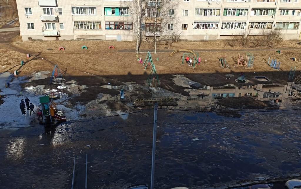 В Тверской области начало затапливать улицы и дворы