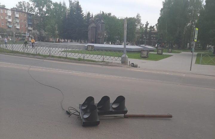 В Ржеве сбитый манипулятором светофор задел пешехода - новости Афанасий