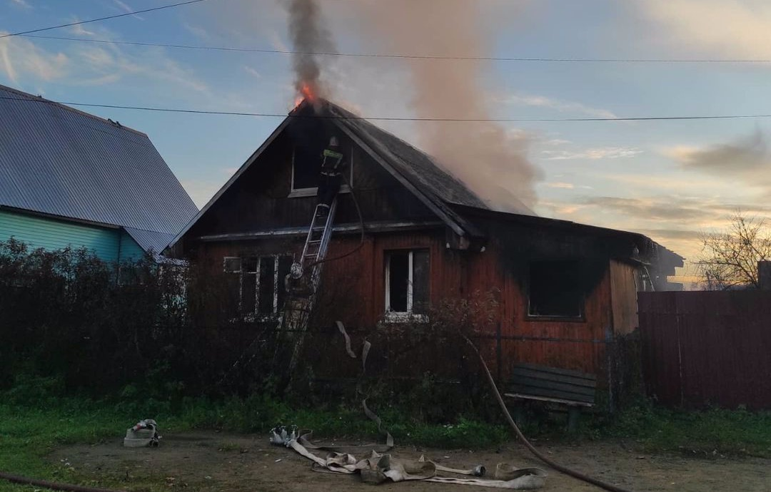 Сработавшая сигнализация спасла семью в Тверской области от пожара в доме - новости Афанасий