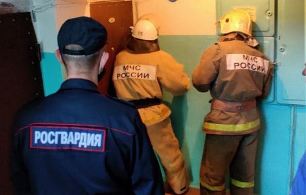 Для спасения 81-летней женщины сотрудники МЧС Тверской области вскрывали дверь квартиры - новости Афанасий