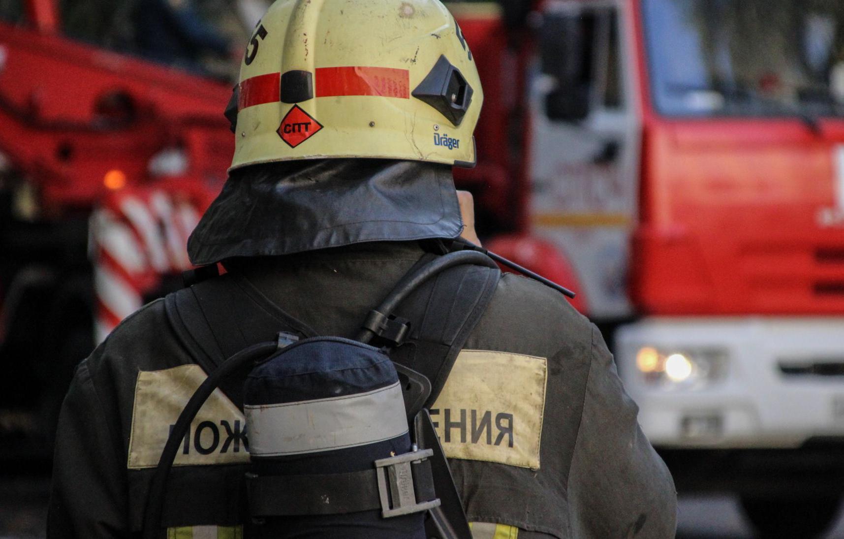 В ночь на 11 октября огонь уничтожил строение на улице Красноармейской города Конаково в Тверской области.