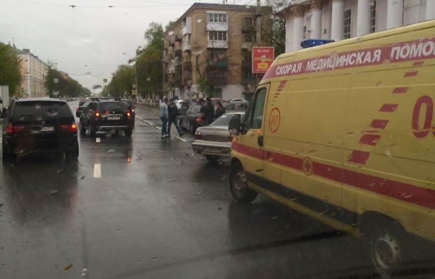 В Твери на проспекте Ленина столкнулись Daewoo и Renault - новости Афанасий