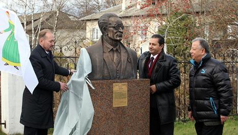 В Старице состоялось открытие памятника египетскому историку и писателю Таха Хусейну