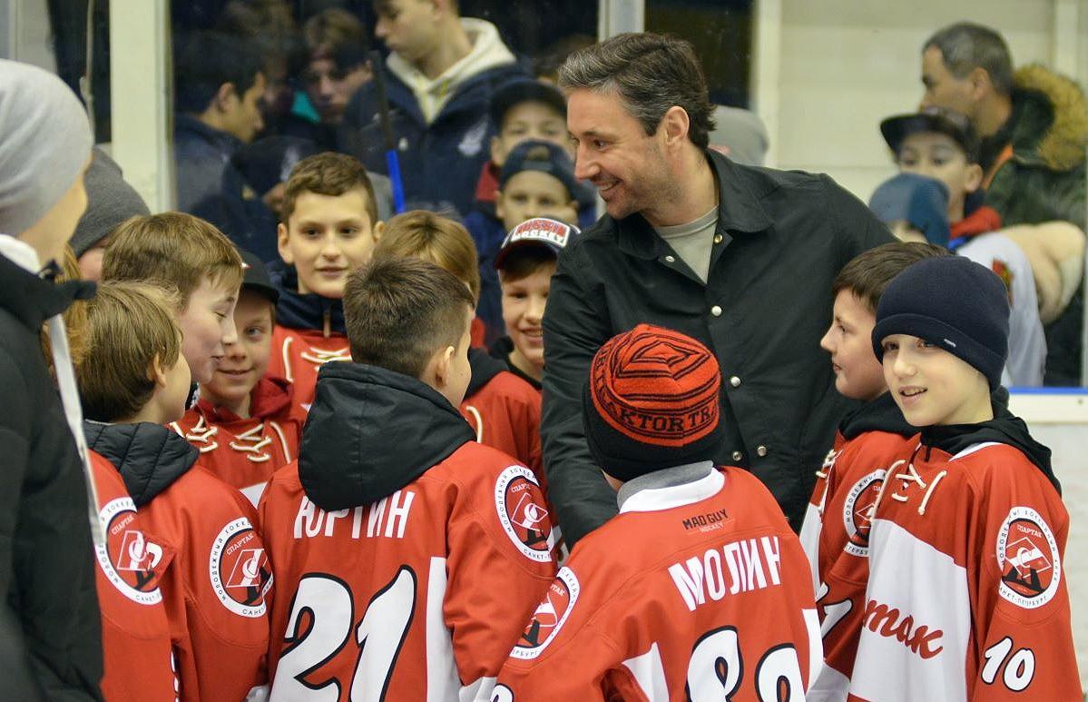 Илья Ковальчук приехал в Тверь, чтобы вручить подарки участникам хоккейного турнира - новости Афанасий