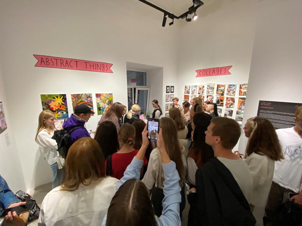 В Твери открылась выставка живописи Алены Синетенковой