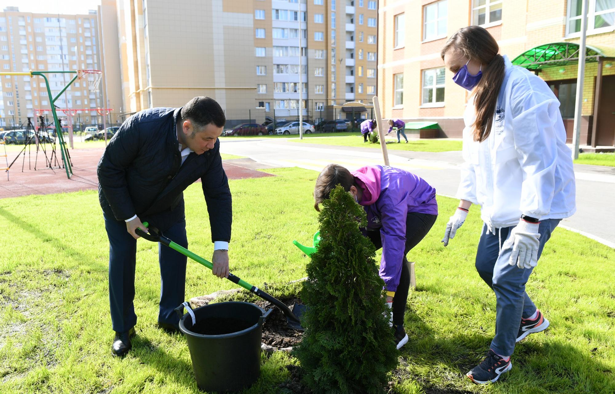 Губернатор посадил в Твери деревья возле нового детского сада - новости Афанасий