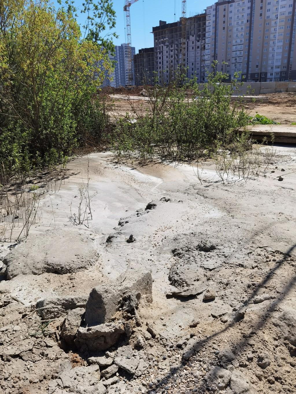 Бетон сливают бетон из гравмассы