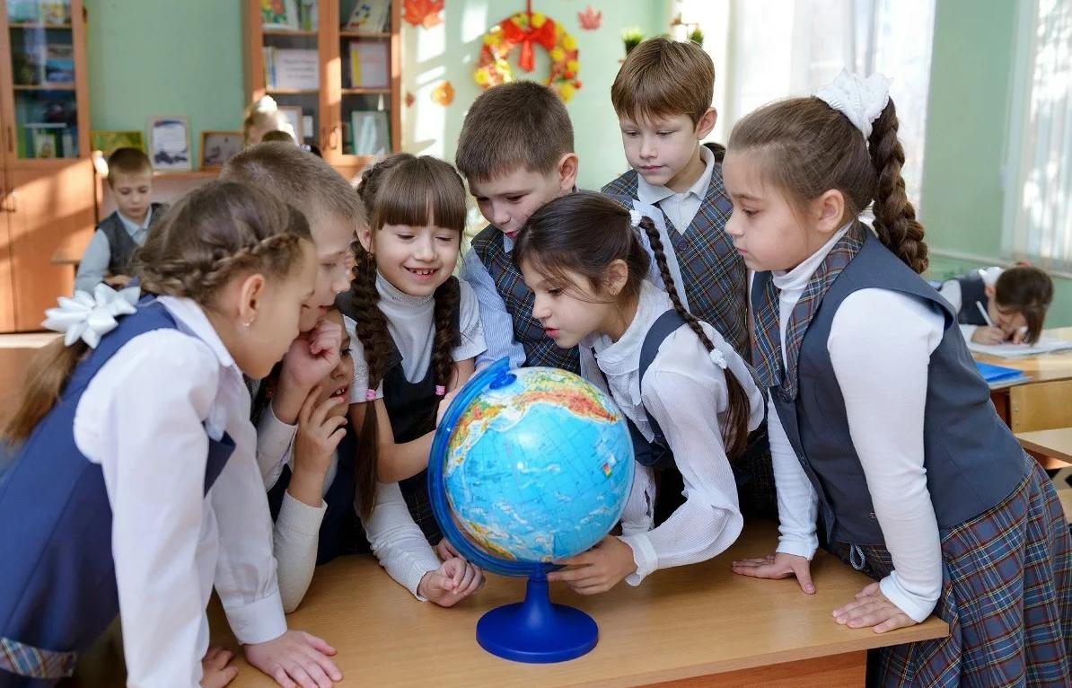 Бесплатная школьная форма в 2021 году: на главные вопросы отвечают в миндемографии
