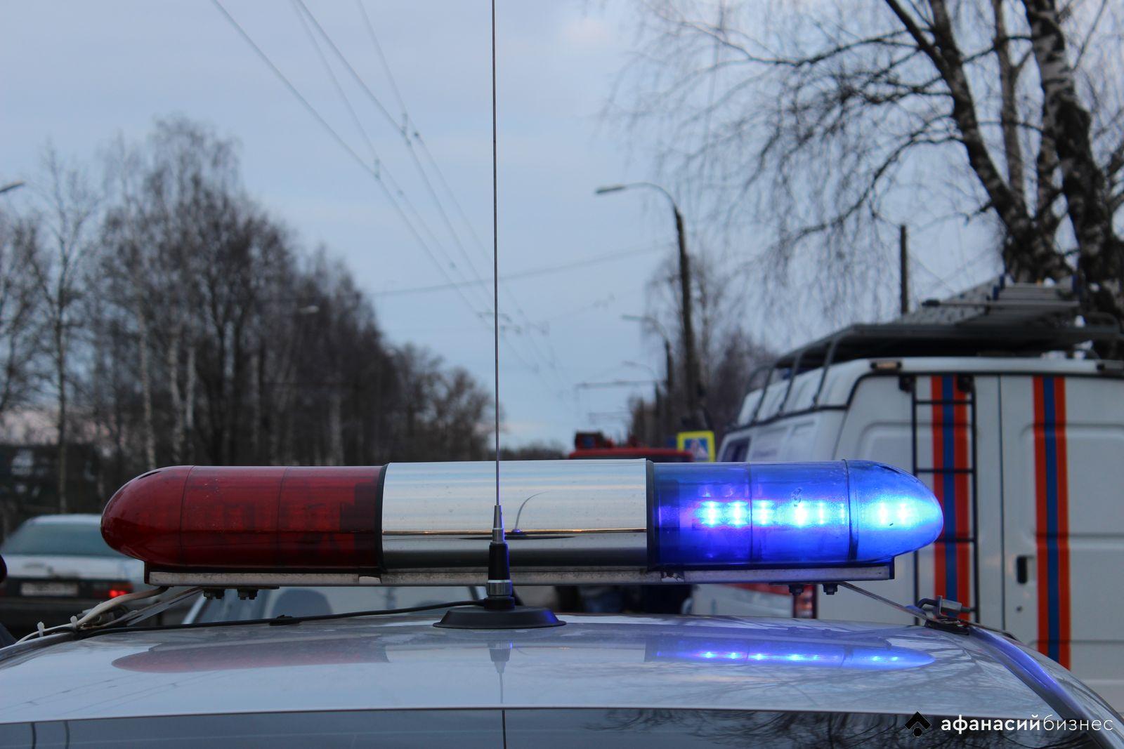 Под Тверью на трассе М10 перевернулся грузовик, на месте аварии работали спасатели - новости Афанасий