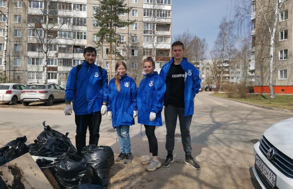 Студенты ТвГТУ приняли участие в субботнике на Пролетарской набережной - новости Афанасий