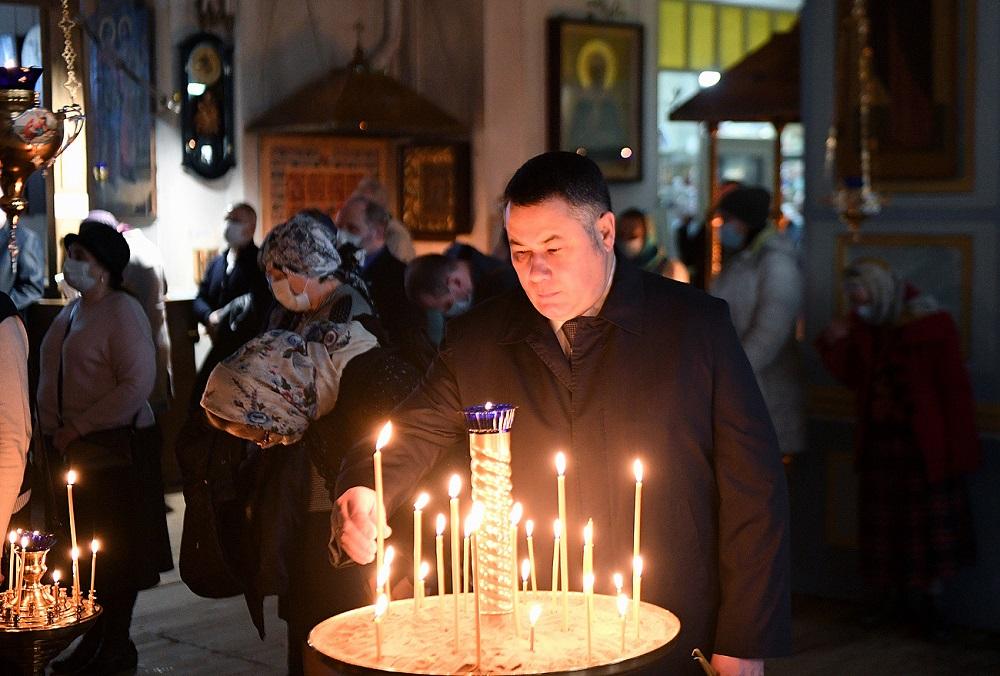 Игорь Руденя побывал на службе в честь Благовещения в Скорбященской церкви - новости Афанасий