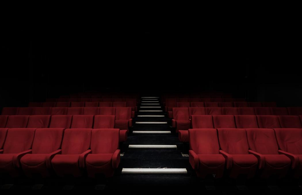 ВТБ: оборот российских кинотеатров упал на 95% - новости Афанасий