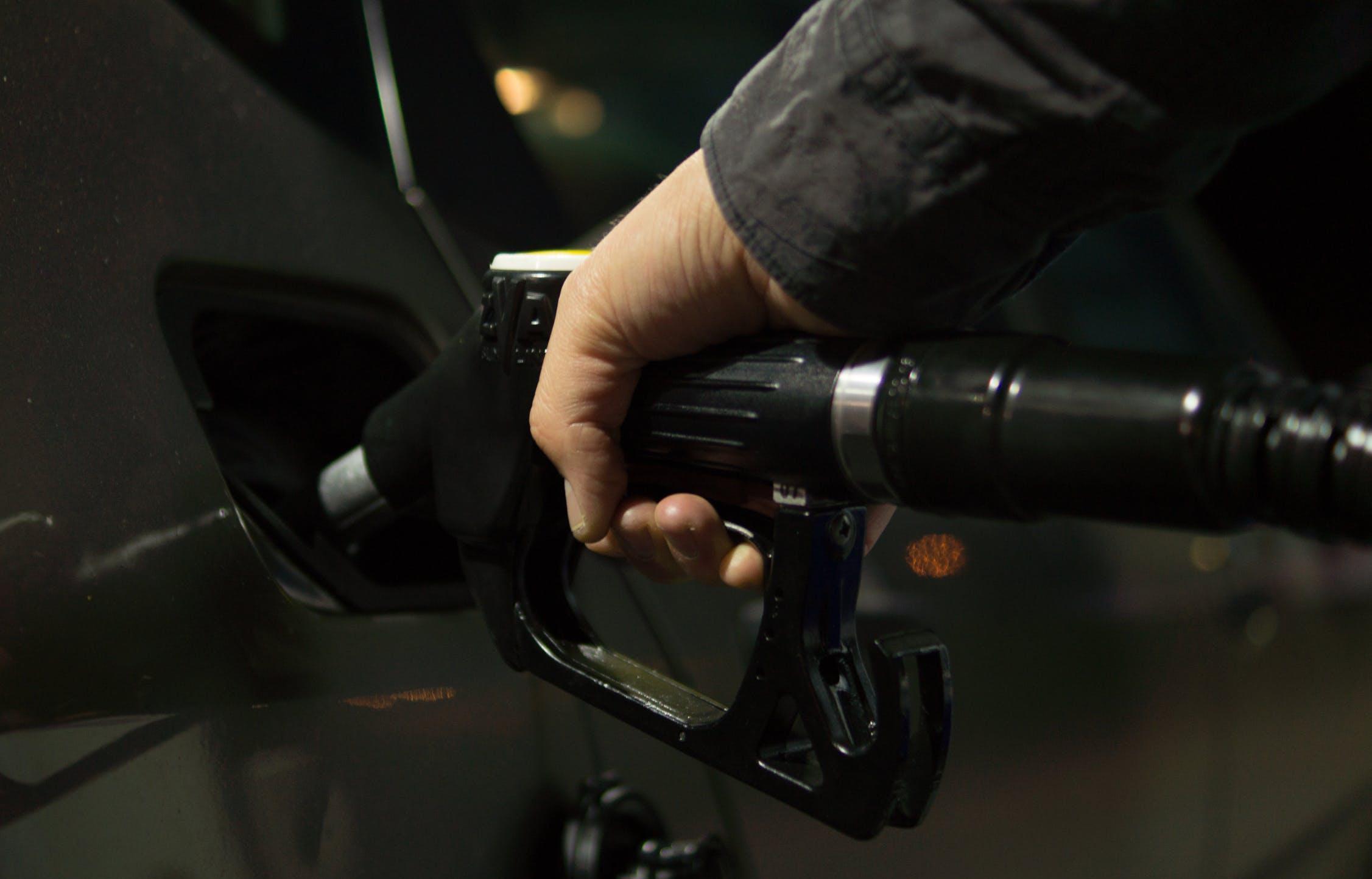 Почти все виды топлива дорожают в Тверской области - новости Афанасий