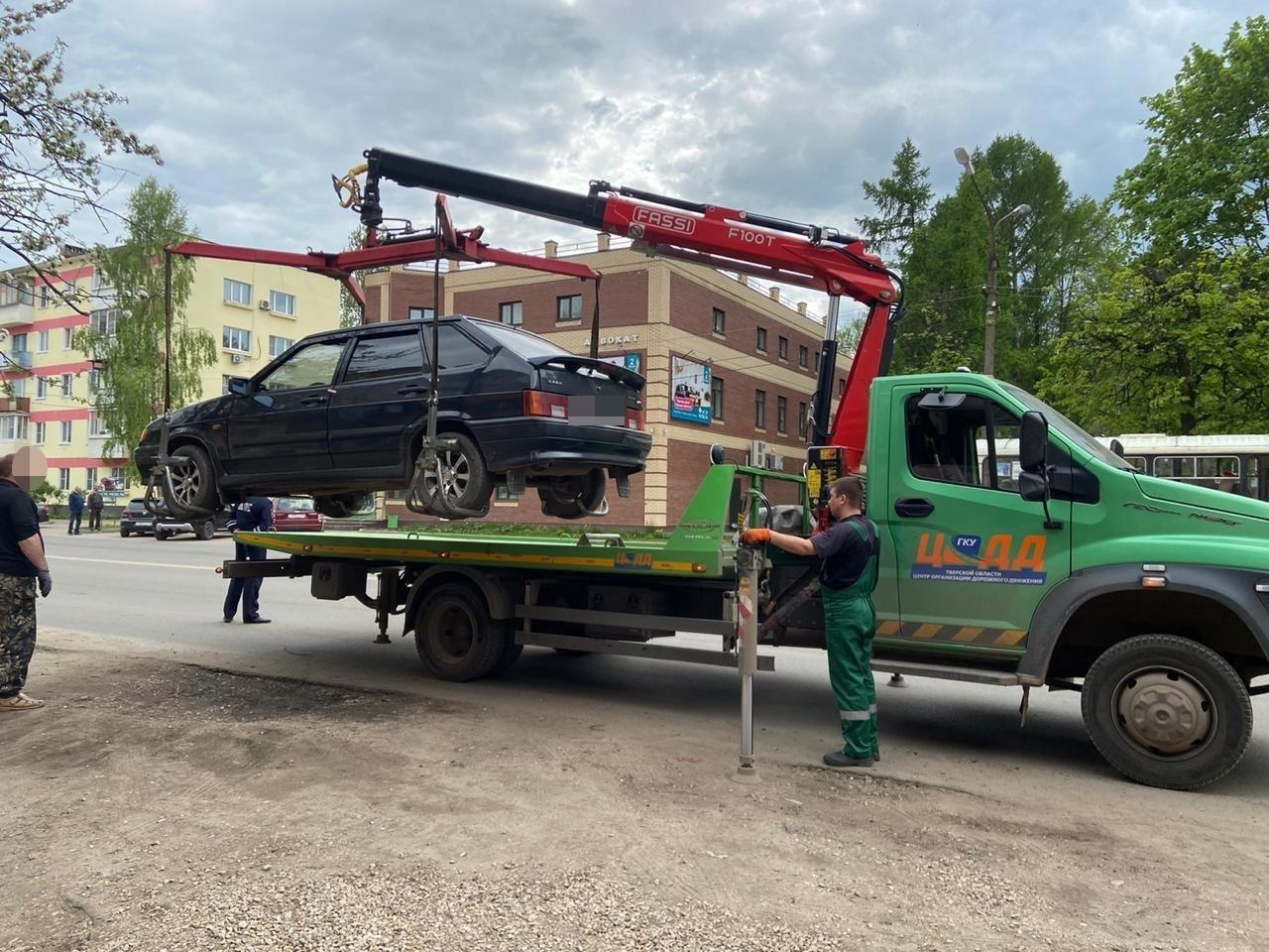 В Тверской области машины таксистов-нелегалов отправляют на штрафстоянки  - новости Афанасий