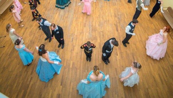 Тверитян приглашают на бесплатный открытый урок по салонным танцам