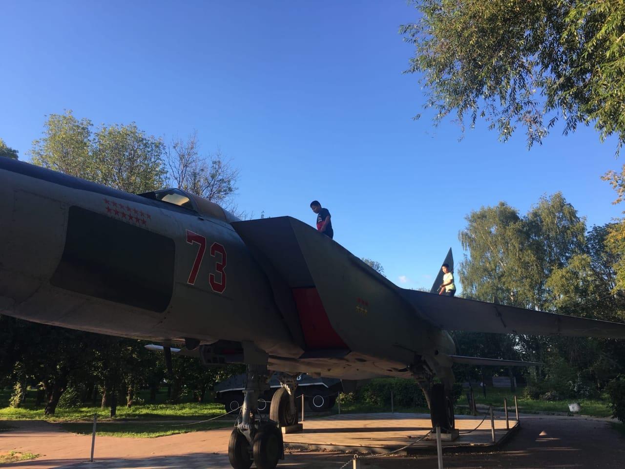 Для МиГ-25 в парке Победы в Твери установили дополнительную опору - новости Афанасий