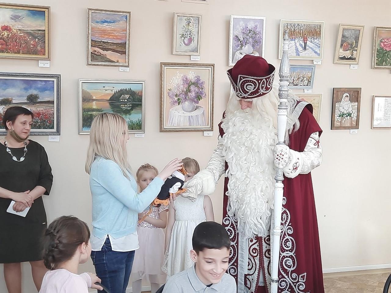 Робокота из Политеха презентовали Деду Морозу из Великого Устюга