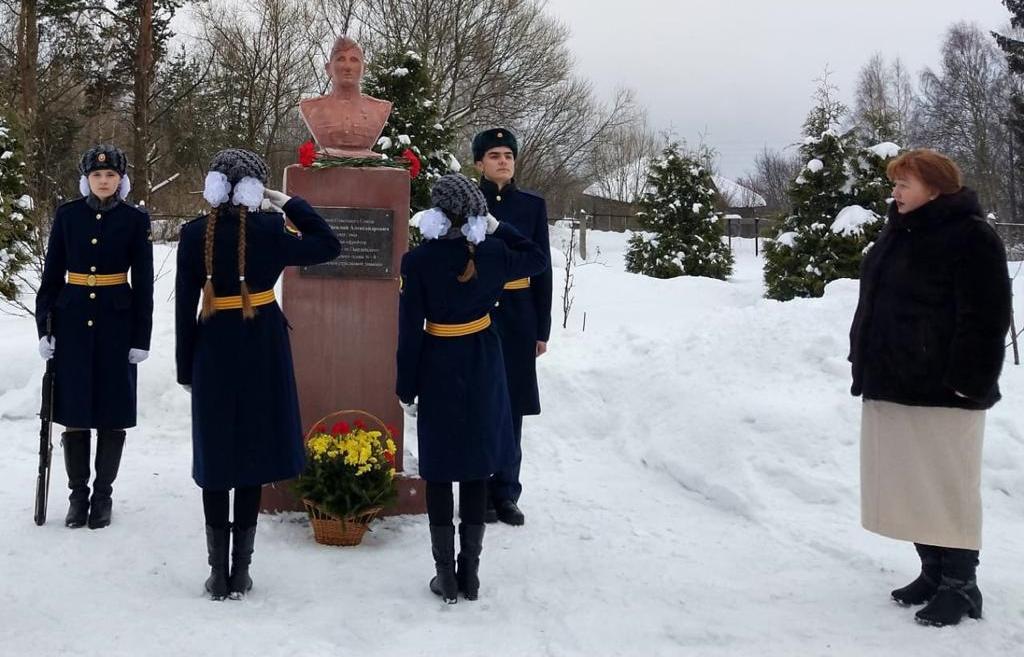 Бюст героя-земляка торжественно открыли у школы в Кимрском районе Тверской области - новости Афанасий