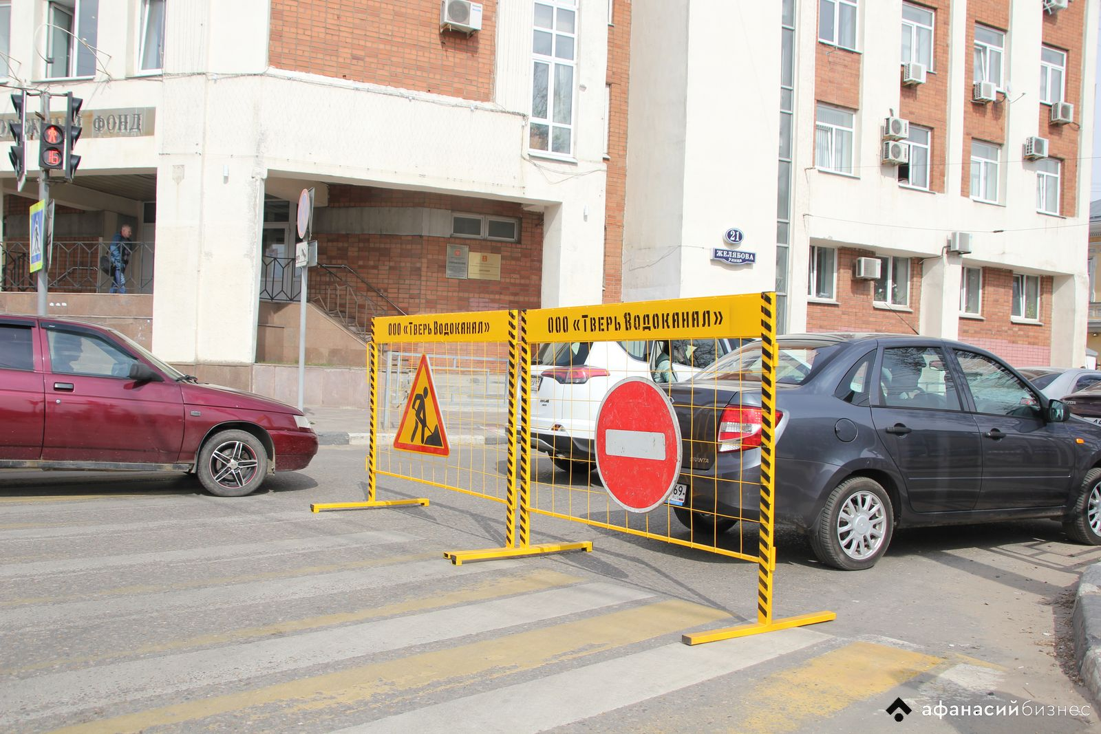 В Твери водители упорно едут под «кирпич» на перекрытую для ремонтных работ улицу - новости Афанасий