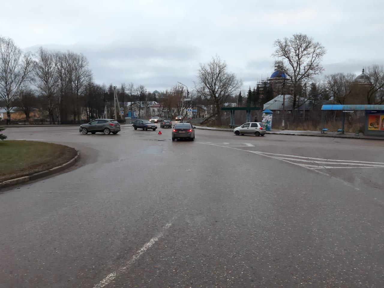 Женщина обратилась за помощью врачей после ДТП в Тверской области - новости Афанасий