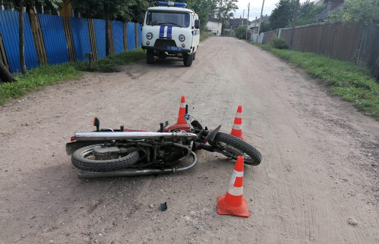 В Нелидово Тверской области под колеса попал 14-летний мотоциклист - новости Афанасий