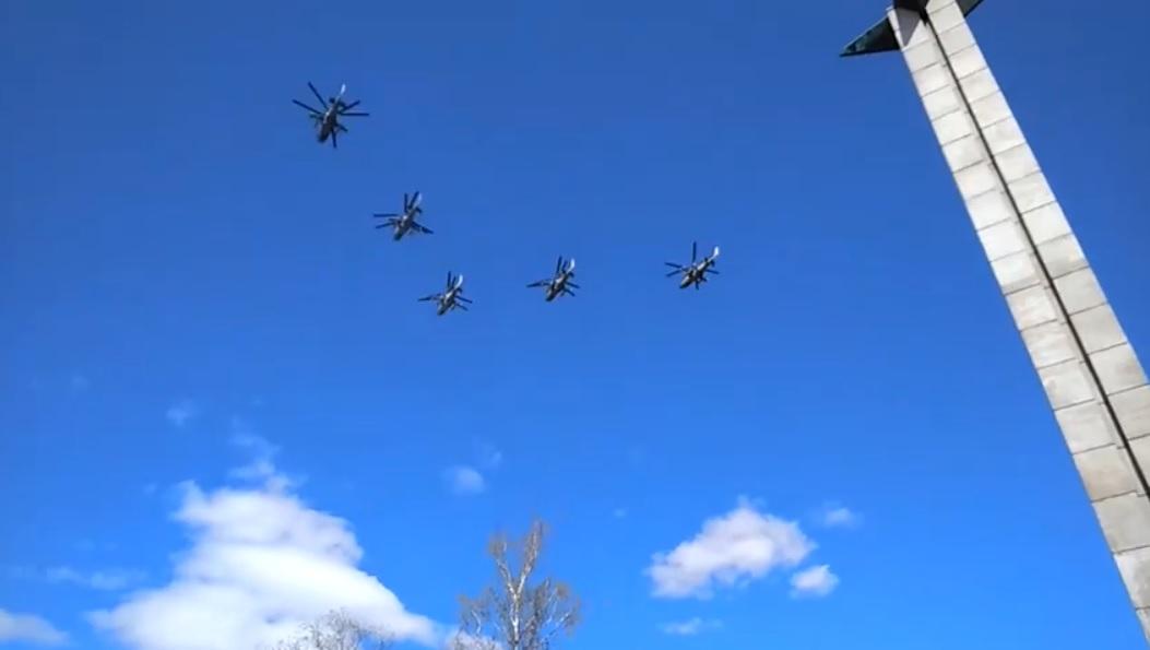«Беркуты» над Обелиском Победы в Твери 9 мая 2020 года