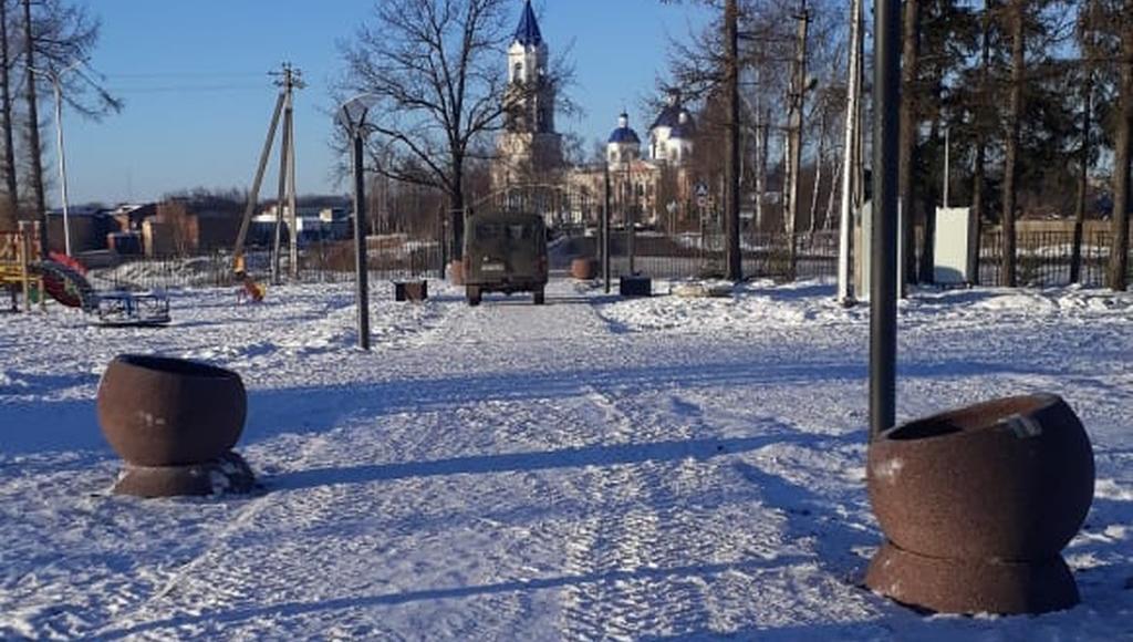В Кашине Тверской области сэкономили на торгах и установили скамьи, вазоны и урны - новости Афанасий