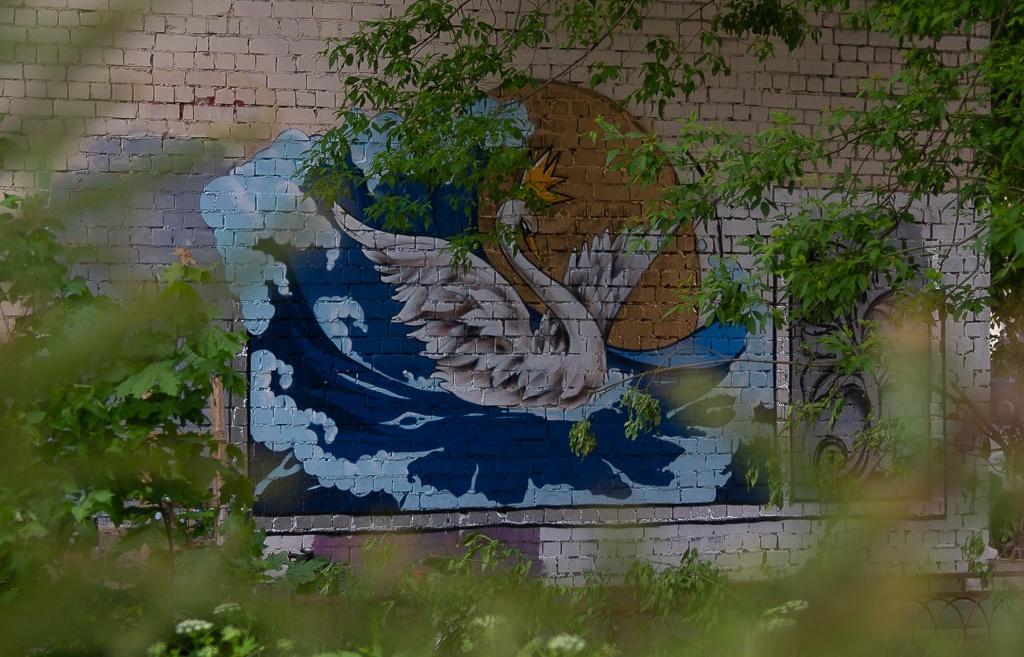Стрит-арт с пушкинской Царевной-Лебедь создан за один день в Твери