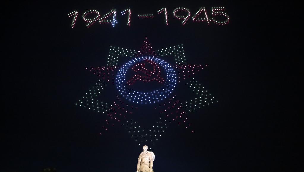 Уникальное световое шоу показали над Ржевским мемориалом Советскому солдату - новости Афанасий