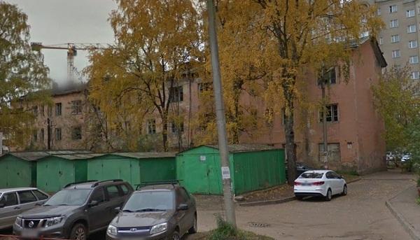 Будущего застройщика земли в центре Твери обяжут снести аварийный дом