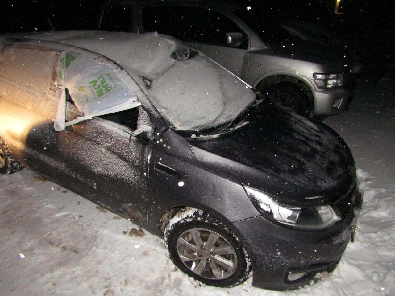 Три человека пострадали при съезде автомобиля в кювет в Тверской области