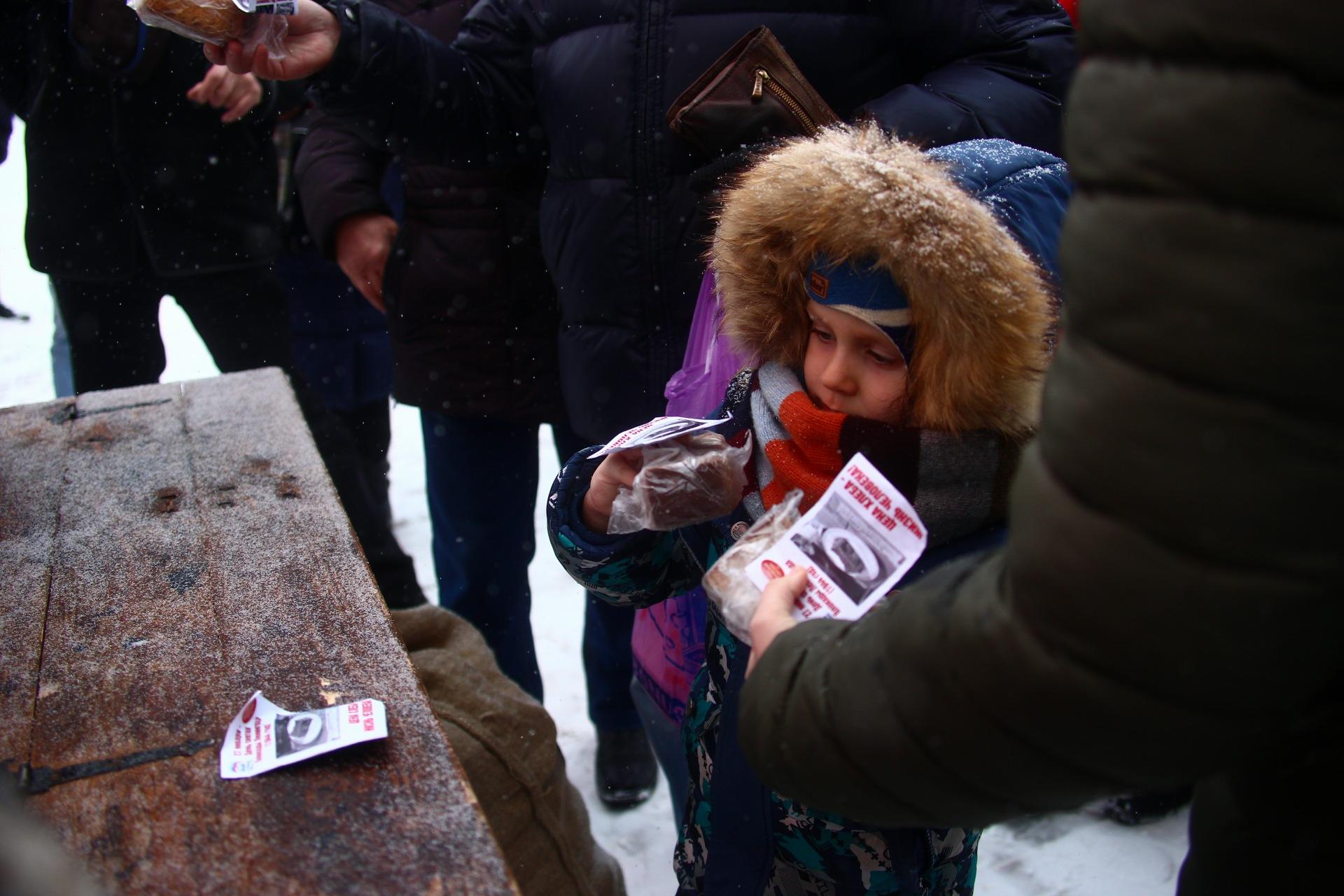В Твери раздавали блокадный хлеб
