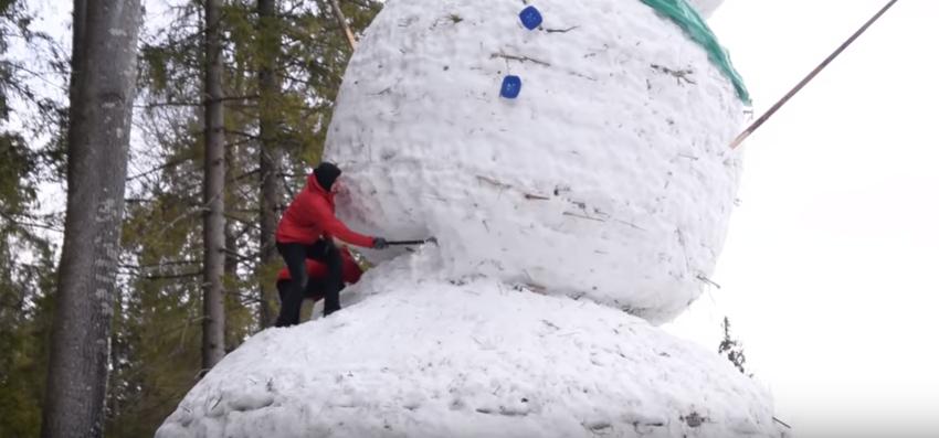 самый большой снеговик в России