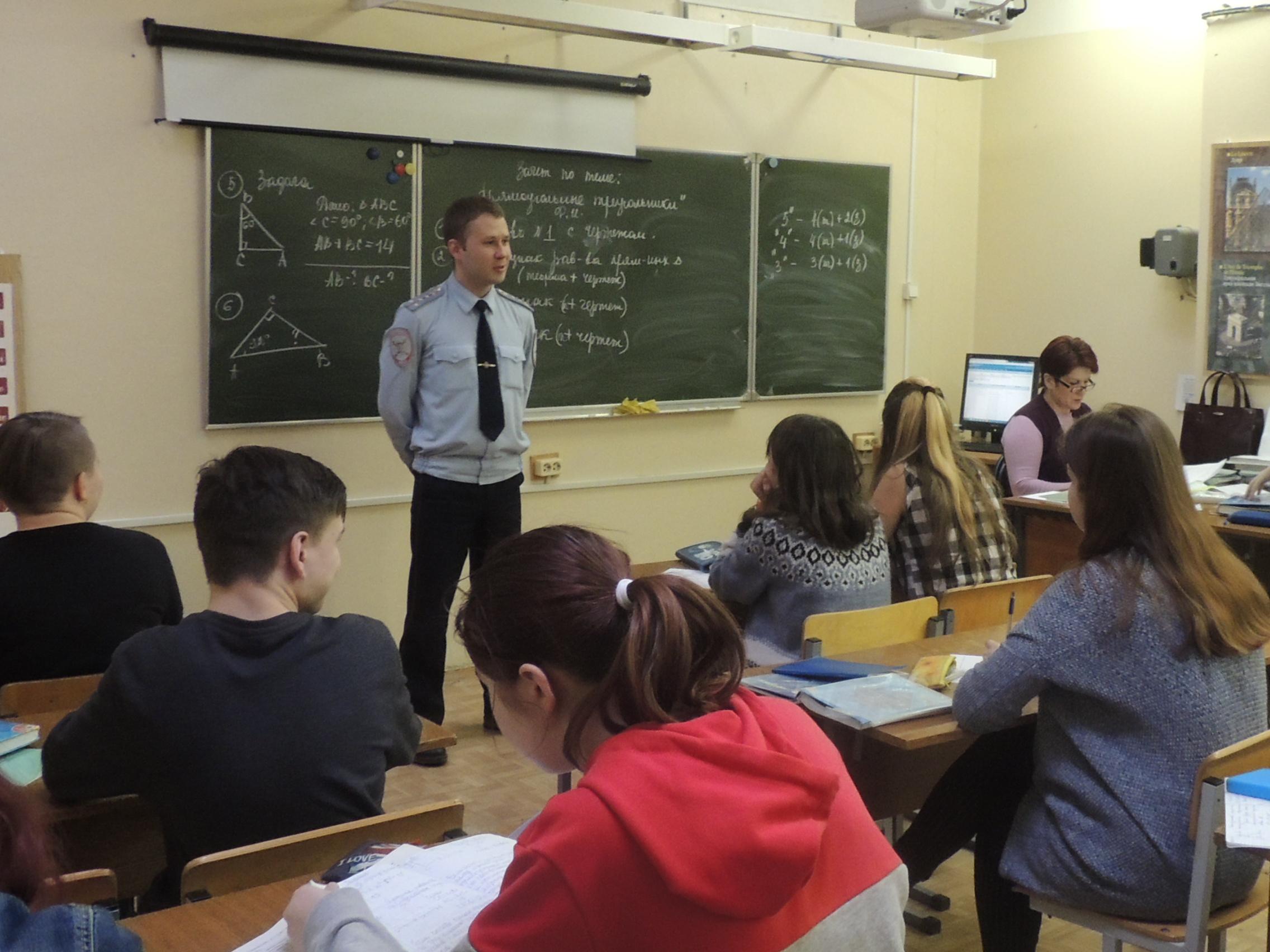 Перед каникулами в Твери транспортные полицейские нагрянули в школы