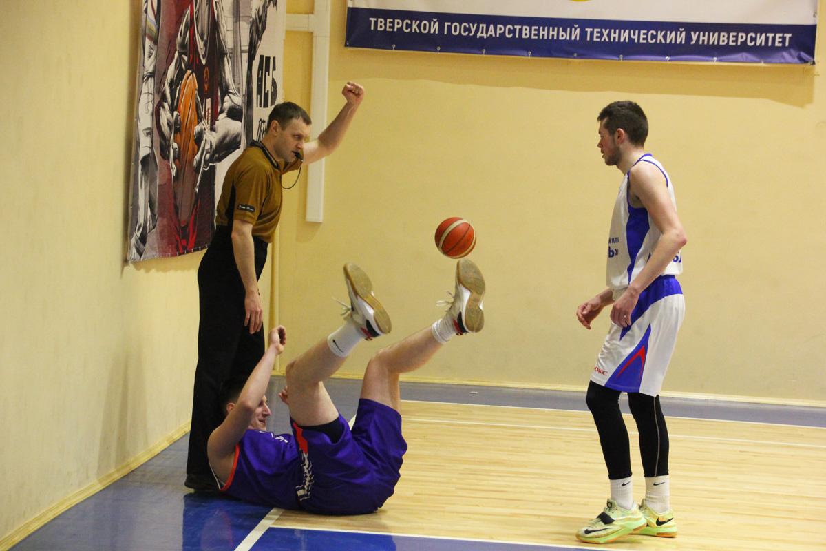 Баскетболисты «Твери» одарили девушек цветами и дважды победили ярославских гостей